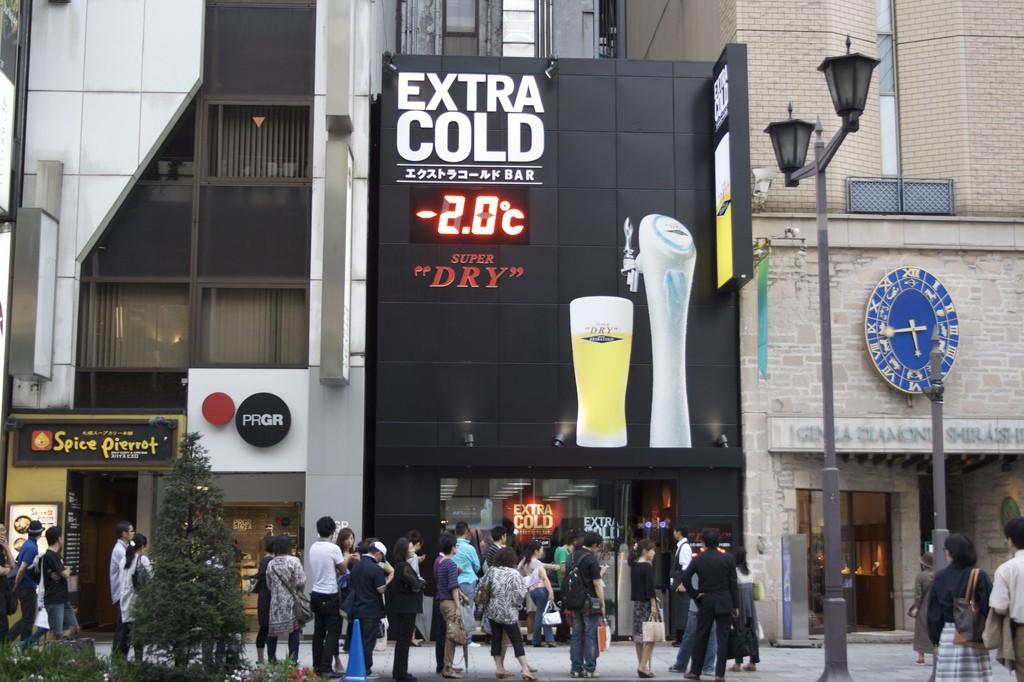 La Cerveza más fría en Extra Cold Dry Asahi Bar, Ginza