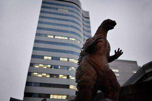 Godzilla pasa desapercibido en pleno Tokyo