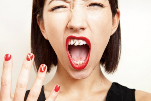 Tatuarse los dientes