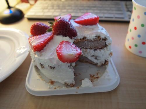Tarta de Tonkatsu, fresas y nata