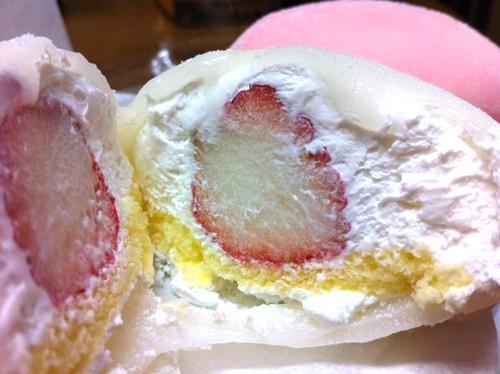 Yukimusume, el daifuku mochi con nata, fresa y bizcocho