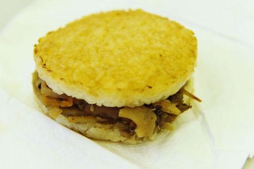 La hamburguesa de arroz de Mos Burger para JAL