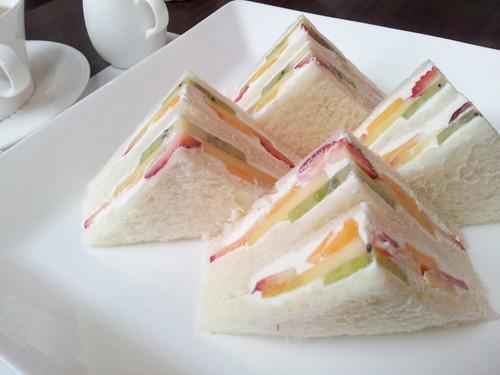 Sándwiches de Frutas y Nata