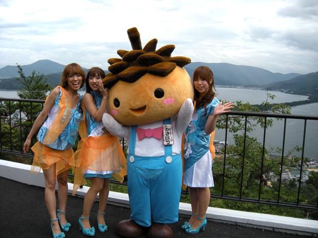 Kasabō, la mascota con cabeza de pino