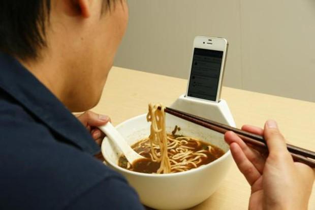 Bols de Ramen con Smartphones