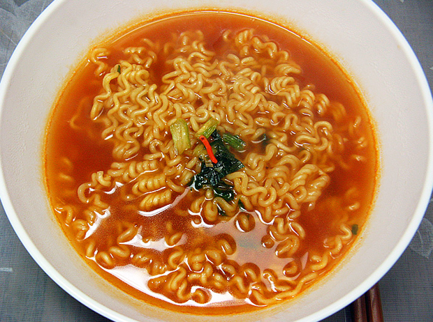Combini Lovers: Ramen Coreano de Ternera | Happy Smile