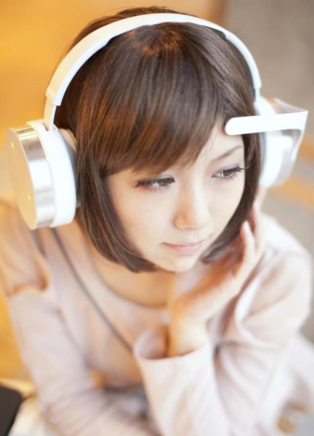 Auriculares con los que seleccionas la música con tu mente
