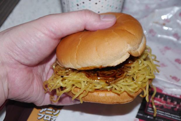 """La """"Ramen Burger de """"Lotteria"""" no gusta"""