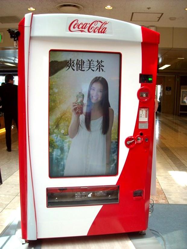 Coca-Cola presenta, la Máquina Expendedora Interactiva de la Felicidad