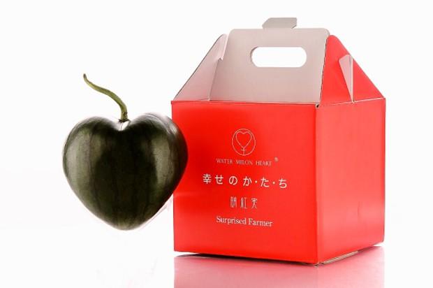 comida curiosidades japon kawaii ocio sociedad video  La primera sandía con forma de corazón