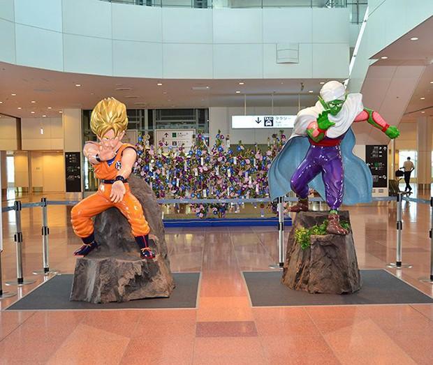 Goku y Piccolo nos dan la bienvenida a Japón