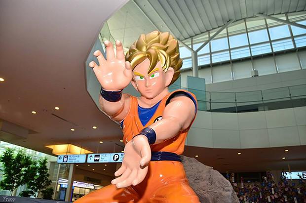 actualidad anime curiosidades japon ocio sociedad tokyo turismo  Goku y Piccolo nos dan la bienvenida a Japón