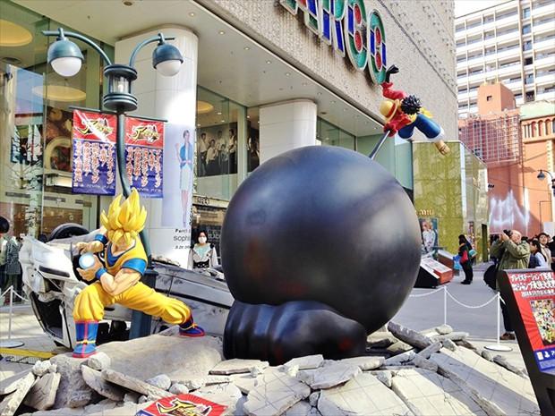 """Batalla campal entre """"Son Goku"""" y """"Luffy"""" en pleno Shibuya"""