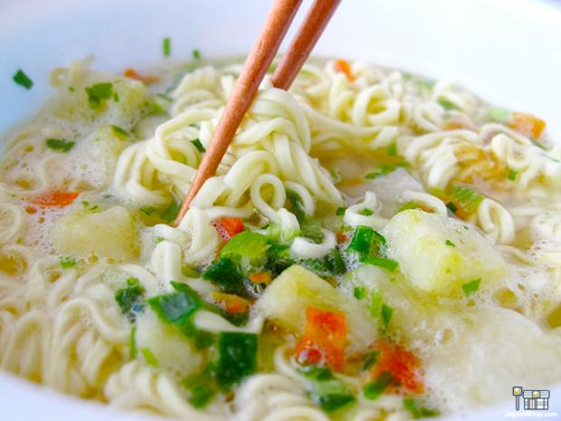 Combini Lovers comida japon japonshop  Combini Lovers Review: Ramen de Cerdo, Pollo y Patatas | Receta Campesina Gudakusan