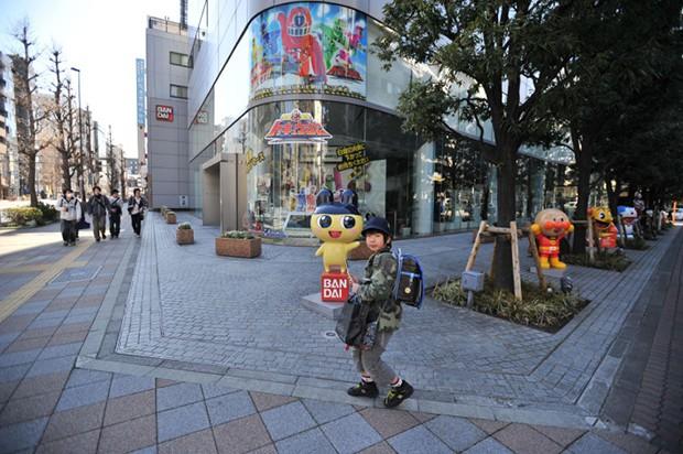 """anime curiosidades japon kawaii negocios ocio sociedad tokyo  Las estatuas de los personajes de """"Bandai"""" y """"Namco"""" en Tokyo"""