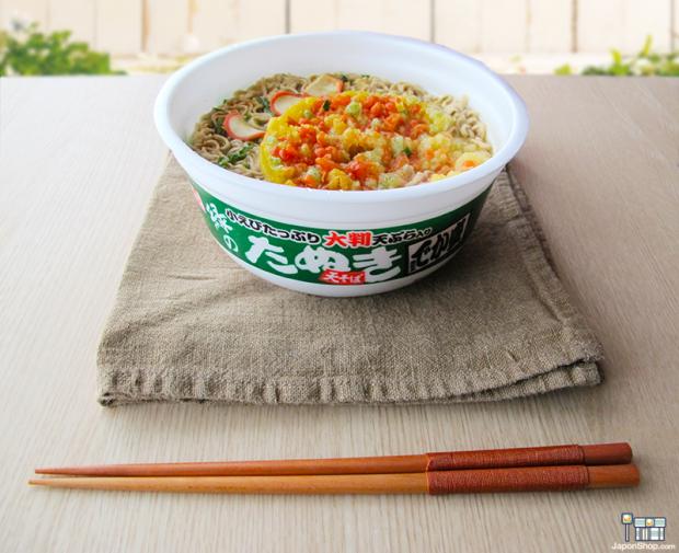 Combini Lovers comida japonshop noticias  OFERTA! 50% de DTO! Fideos Soba Naruto de Miso y Tempura, Midori Tanuki | Titán Bowl 540 ml.