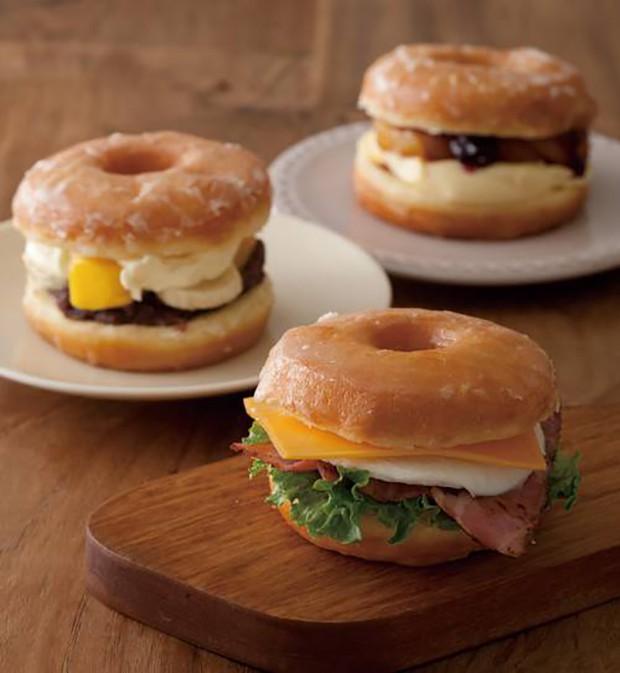 Lo último en Japón: Sandwiches de Donuts con bacon, huevo y queso