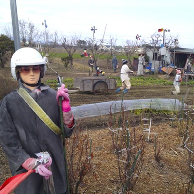 curiosidades japon sociedad  Una granja habitada por espantapájaros escalofriantemente reales