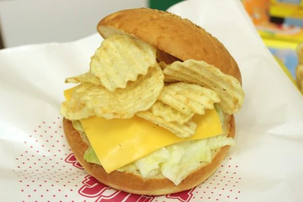 La marca de Snacks Calbee presenta su Hamburguesa de Chips de Patata