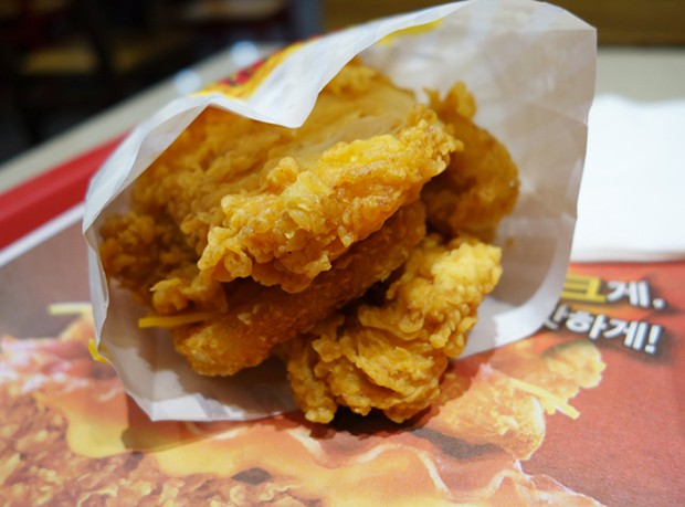 actualidad comida curiosidades sociedad  La Hamburguesa de KFC, que sustituye el pan por pollo frito