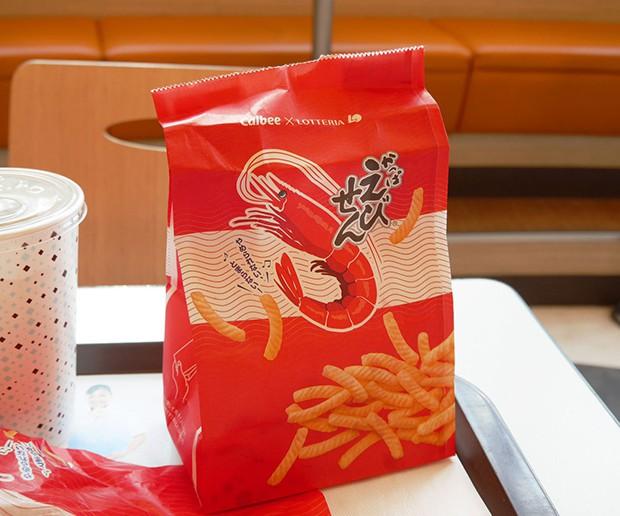 """actualidad comida curiosidades japon noticias ocio sociedad  Lo nuevo de """"Lotteria"""": Hamburguesa de Snack """"Calbee"""" de Gambas"""