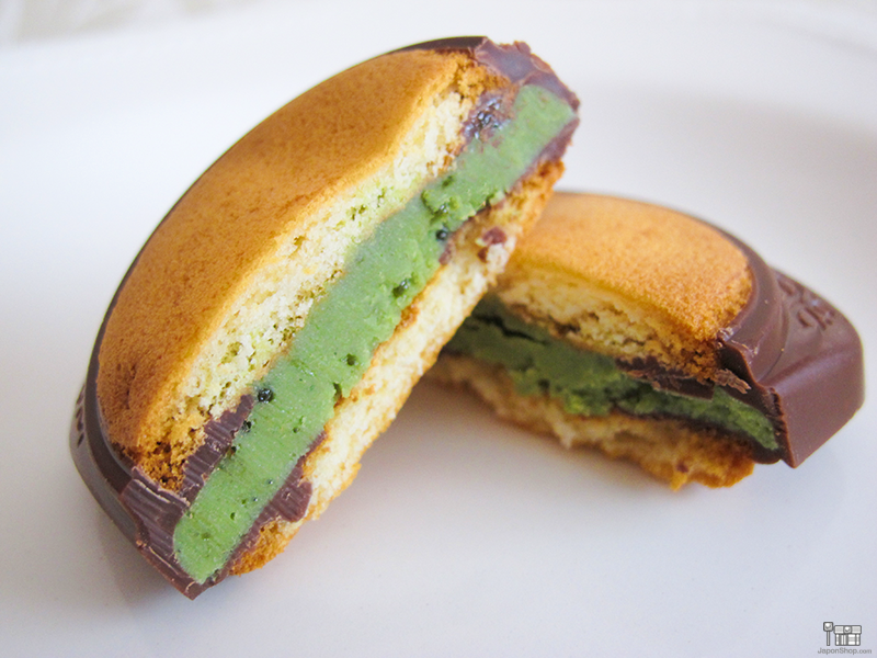 Combini Lovers Review: Matcha Choco Soft Cake