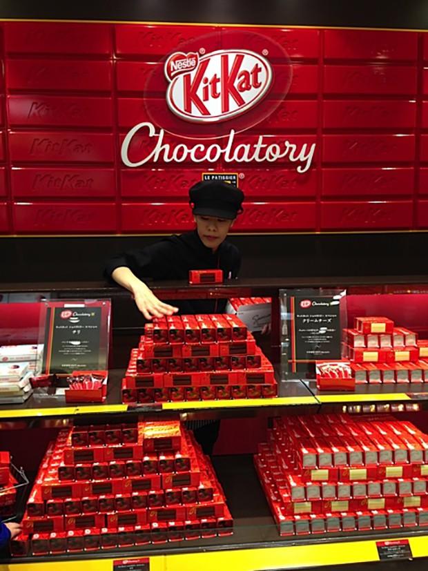 actualidad comida japon  El Exclusivo Kit Kat de Oro...Comestible!