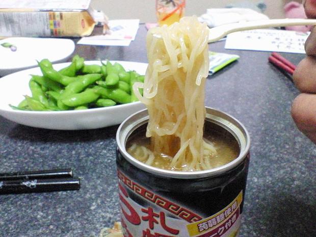 Combini Lovers comida curiosidades japon japonshop  Máquinas expendedoras de Ramen caliente en lata