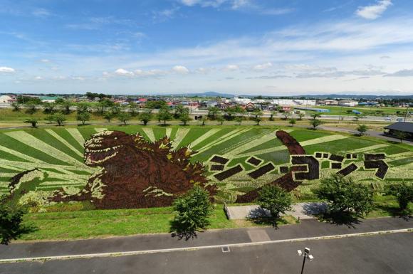 curiosidades japon  Visto en Japón: Godzilla en un arrozal!