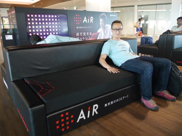actualidad japon  Los sofás camas del aeropuerto de Narita