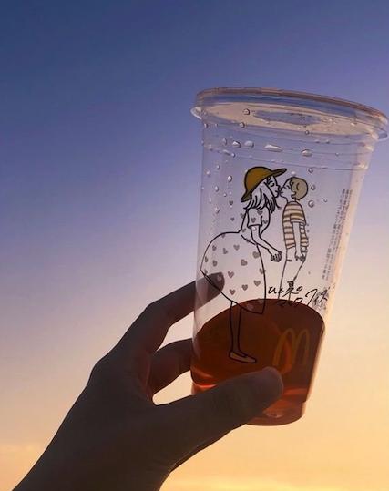 actualidad curiosidades japon  Los vasos de McDonalds se ponen cariñosos en Japón