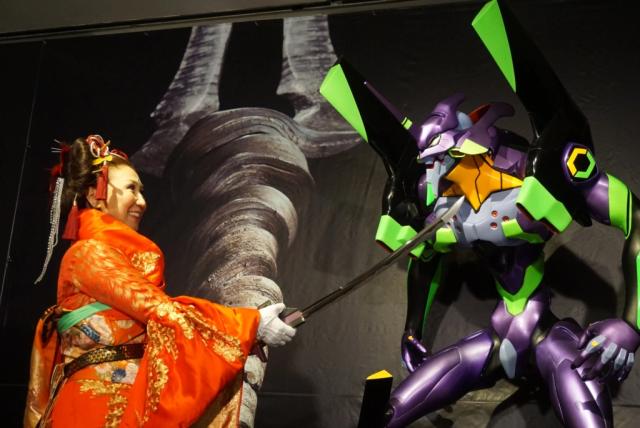 actualidad japon  Cruel Angels, beautiful blades: katanas Evangelion