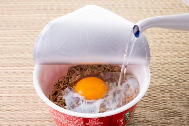 Ramen Cup Noodles con huevo