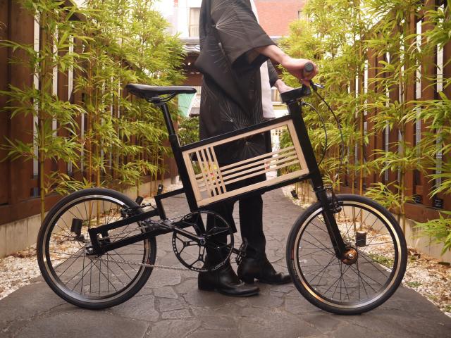 Estudiante japonés crea la bicicleta moderna combinada con kitsuregoshi, entramado japonés