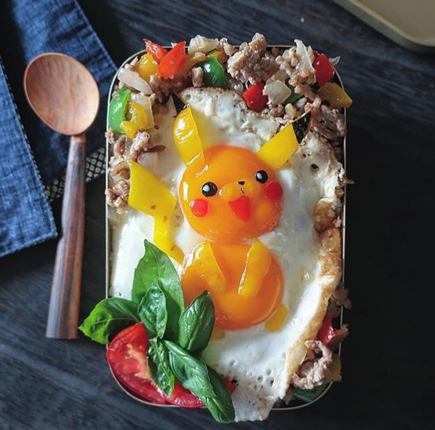 ¡Una mamá japonesa en Instagram nos flipa haciendo arte con huevos!