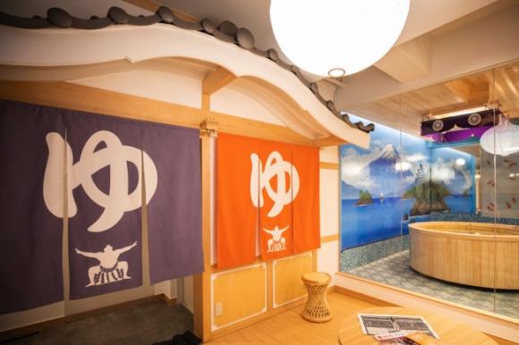 ¡Visitamos el baño público en Harajuku tematizado de sumo! ¡Es una pasada!