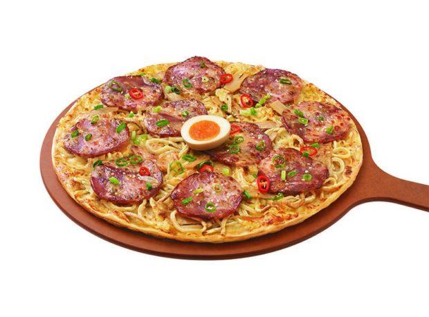 curiosidades japonshop  ¡Pizza Hut Taiwan y Menya Musashi crean la pizza Ramen!
