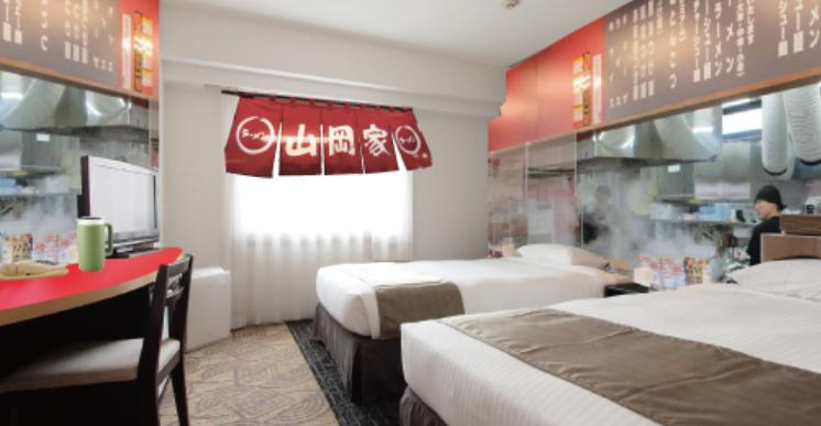 Pasando una noche en habitación Ramen temática en Ramen Yamaokaya Hotel!