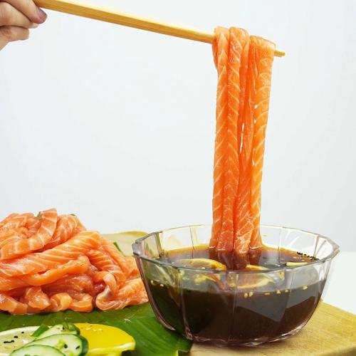 curiosidades  ¡Run Run Sushi y noodles de salmón raw!