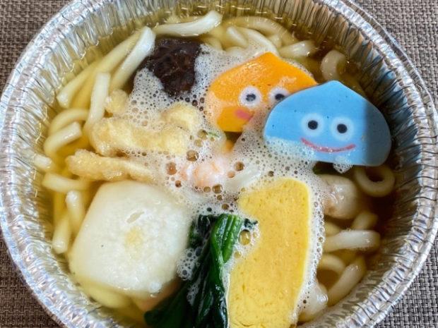 curiosidades japon  ¡Dragon Quest Slime pastel de pescado para tu bento!