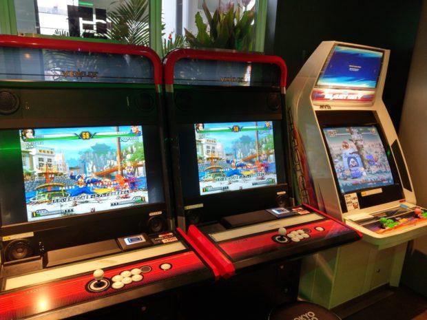 actualidad curiosidades japon  Tomando algo en el Tokyo Gamers de Akihabara