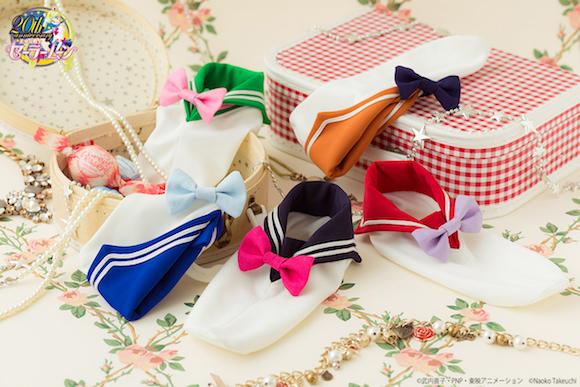 ¡Los calcetines de Sailor Moon que llevarán tus pies al manga!