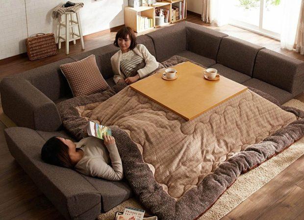 curiosidades japon  Dile adiós a la productividad y hola al confort con el mega-enorme kotatsu futón!
