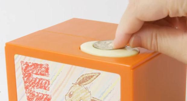 curiosidades japon  ¡Esta hucha con un Eevee parlante llega para poner a salvo tus ahorros!